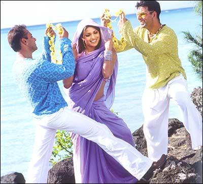 Salman Khan, Priyanka Chopra and Akshay Kumar in Mujhse Shaadi Karogi