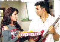 Priyanka Chopra and Akshay Kumar in Mujhse Shaadi Karogi