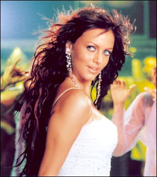 Yana Gupta in Rakht