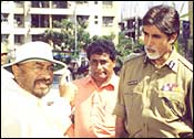 Govind Nihalani with Amitabh Bachchan on the sets of Dev