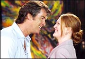 Pierce Brosnan and Julianne Moore in Laws of Attraction