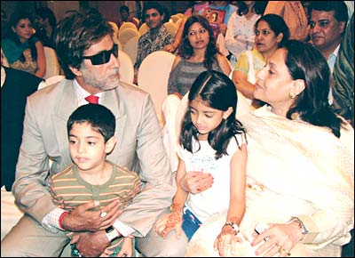 Amitabh+bachchan+family+photo