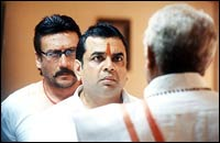 A wasted Paresh Rawal in 'Hulchul'