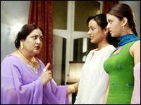 Nadira Babbar with Namrata and Aishwarya Rai