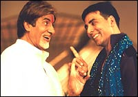 Amitabh Bachchan and Akshay Kumar in Waqt