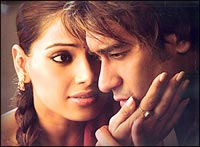 Bipasha Basu and Ajay Devgan in Apaharan