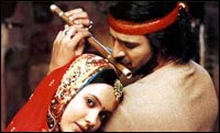 Isha Sharvani and Vivek Oberoi in Kisna