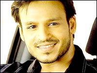 Ayesha cozies up to Vivek Oberoi - Rediff com movies