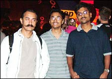 Aamir Khan with Mufeez (extreme right)