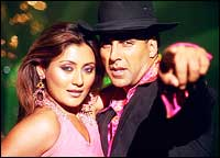 Rimii and Akshay Kumar in Deewane Huye Pagal