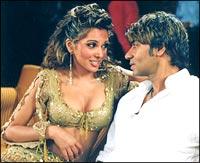 Mrinalini Sharma and Ajay Devgan in Apaharan