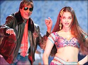 Amitabh Bachchan and Aishwarya Rai in Kajra re