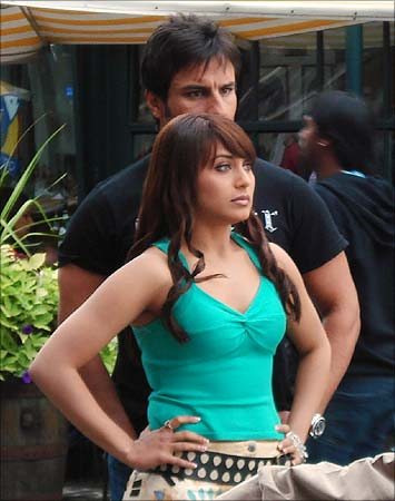 Saif Ali Khan & Rani Mukerji on the sets of Tara Rum Pum