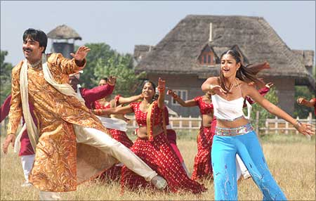 A still from Khatarnak