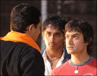 Atul Kulkarni, Siddharth and Aamir Khan in RDB