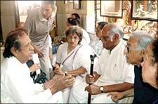 Dolly Thakur at Nadira's funeral