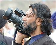 http://im.rediff.com/movies/2006/may/29rakesh1.jpg