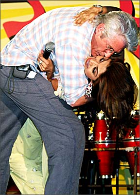 Hollywood star Richard Gere kisses Shilpa Shetty