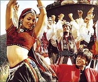 Malaika Arora and Shah Rukh Khan in the famous Chaiya Chaiya song from the film Dil Se