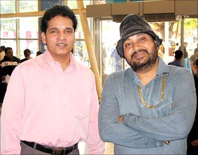 Reader Deepak Deshpande with Daler Mehndi