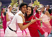 Farah Khan with pal Shah Rukh during Om Shanti Om's shooting.