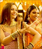Rani Mukerji and Konkona Sen Sharma in Laaga Chunari Mein Daag
