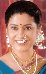 Renuka+shahane+first+husband+photo