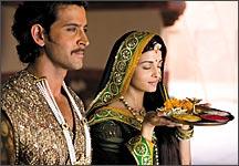 Hrithik Roshan and Aishwarya Rai in Jodhaa Akbar
