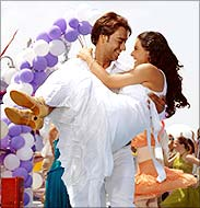 Ajay Devgan and Kajol in U Me Aur Hum