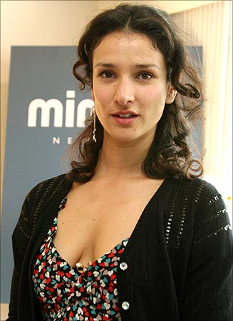 The 44-year old daughter of father (?) and mother(?), 171 cm tall Indira Varma in 2018 photo