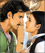 Hrithik Roshan and Aishwarya Rai Bachchan in a still from Jodhaa Akbar