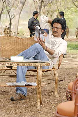 Rajinikanth relaxing on the sets