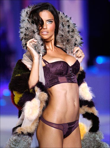 adriana lima victoria secret. Brazilian supermodel Adriana
