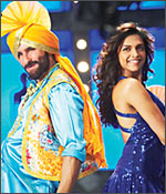 Saif Ali Khan and Deepika Padukone in Love Aaj Kal