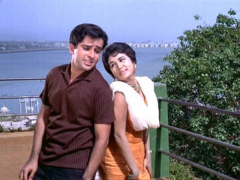 A scene from Jab Jab Phool Khile