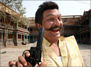Nasser as Rice Plate Reddy in a scene from Quick Gun Murugun