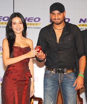 Amrita Rao and Harbhajan Singh