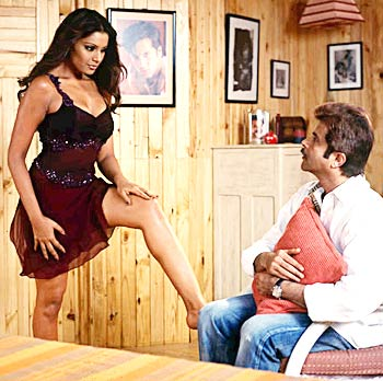 Bipasha Basu and Anil Kapoor in a scene from No Entry