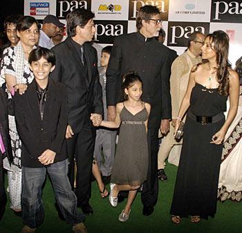 Shah Rukh Khan, Aryaan, Suhana , Amitabh and Gauri