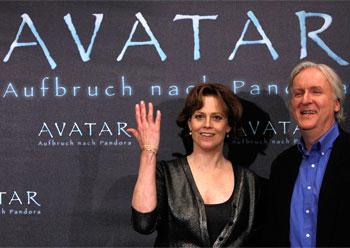 Sigourney Weaver and James Cameron