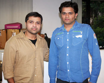 Himesh Reshammiya poses with Rediff contest winner Hitesh