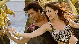 Shah Rukh Khan and Kareena Kapoor in a scene from Billu
