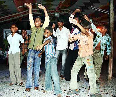 Dharavi residents celebrate Slumdog's Oscar haul
