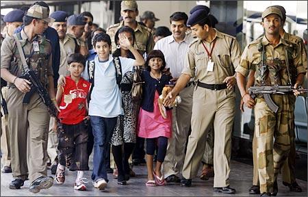 Slumdog Millionaire kids arrive