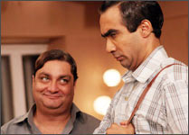 Vinay Pathak and Ranvir Shorey in Bheja Fry