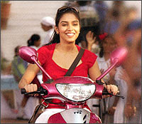 Asin in a scene from Ghajini