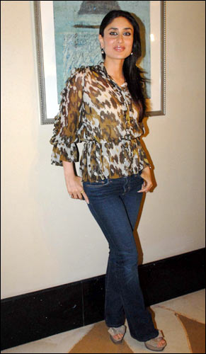 Akshay, Kareena celebrate Kambakkht Ishq - Rediff.com Movies