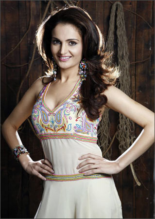 After Her Relationship With Underworld Don Abu M Came To An End Monica Bedi Decided Start Afresh She Made A Comeback Showbiz G Boss And