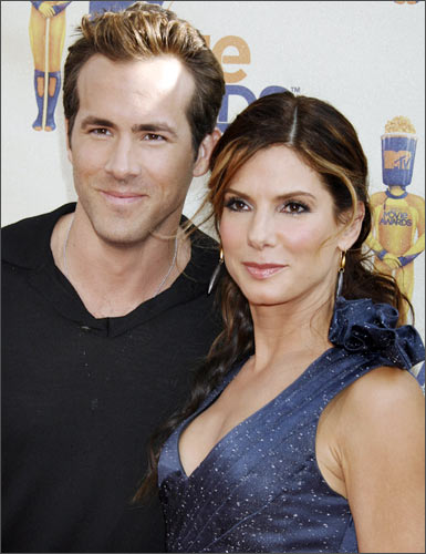 Stars of <I>The Proposal</I> Ryan Reynolds and Sandra Bullock.
