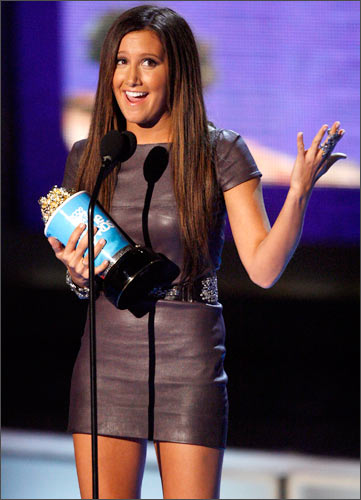 Breakthrough performance female winner Ashley Tisdale for <I>High School Musical 3: Senior Year</I> holds her award